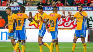 Los futbolistas de Tigres, celebrando un gol en este Clausura.