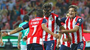 Los jugadores de las Chivas, celebrando un gol.