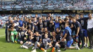 Vela y sus compañeros de la Real Sociedad, celebrando el pase a la...