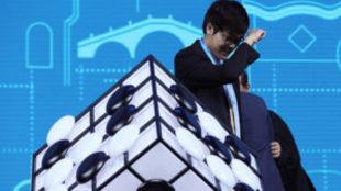 El jugador chino Ke Jie y el programa de inteligencia artificial...