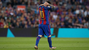 Messi se lamenta tras fallar un gol