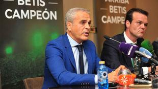 Miguel Valenzuela, junto a Rafael Salas en la presentación de Ahora...