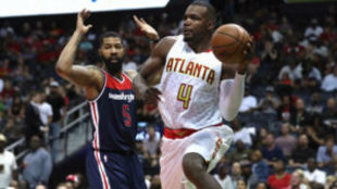 Paul Millsap (Hawks) jugando en Playoffs ante los Washington Wizards