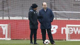 Jorge Sampaoli y José Castro, en la ciudad deportiva.
