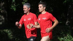 Martín Fiz haciendo de guía de el corredor internacional ciego Pablo...