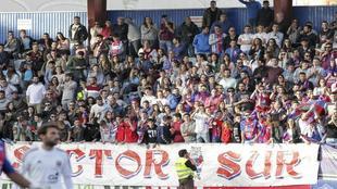 La afición del Extremadura abarrota las gradas del Francisco de la...
