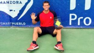 Ricardo Ojeda tras ganar un torneo ITF esta temporada.