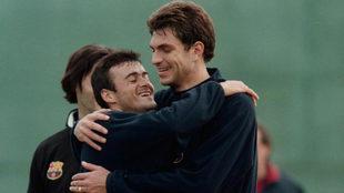 Pellegrino abraza a Luis Enrique en su época en el Barcelona.