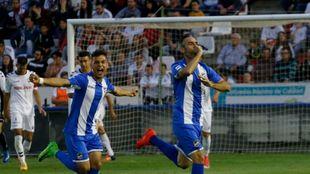 Abel celebra el gol anotado con el Lorca FC en la ida ante el...