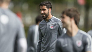 Raúl García durante un entrenamiento con el Athletic.