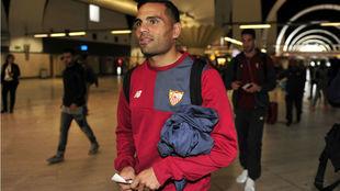 Gabriel Mercado, en el aeropuerto de Sevilla.