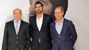 Antero Henrique (d), junto a Paulo Fonseca (c) y Pinto da Costa (i)