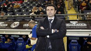 Molina, como entrenador frente al banquillo del Villarreal