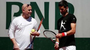 Agassi habla con Djokovic