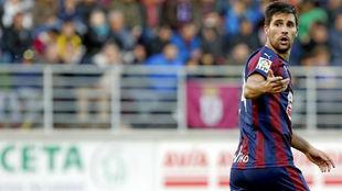 Adrián González en un partido con el Eibar