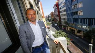 Luis Helguera posando para Radio Marca