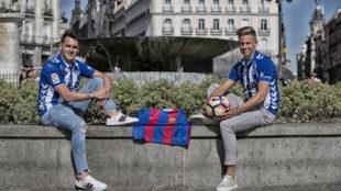 Ibai Gómez y Marcos Llorente posan para MARCA en la Puerta del Sol.
