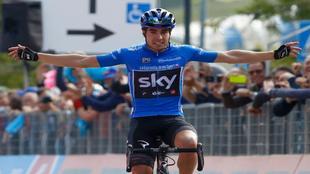 Mikel Landa celebrando su triunfo de etapa en Piancavallo.