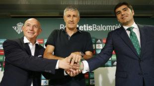 Serra, Setién y Haro, en la presentación del nuevo entrenador del...
