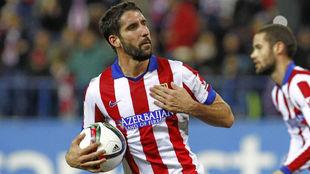 Ra�l Garc�a celebra un gol en su etapa como jugador del Atl�tico.