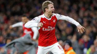 Nacho Monreal (31) hizo uno de los goles que metió al Arsenal en la...