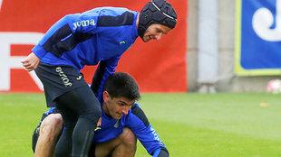 Piatti (28) y Gerard Moreno (25), durante un entrenamiento