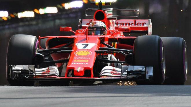 Kimi Raikkonen pilota su Ferrari en Montecarlo.