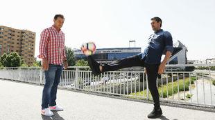 Vizcaíno y Caminero en el puente de San Isidro con el Calderón a sus...
