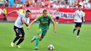 Lance del Sevilla Atlético-Cádiz.