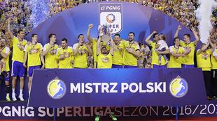La plantilla del Kielce celebra el título de Liga