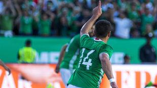 Hernández festeja su gol número 47.