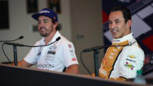 Alonso junto a Helio Castroneves, el piloto m�s laureado de la...