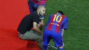 Mascherano y Messi al finalizar el partido