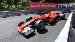 Sebastian Vettel, liderando la carrera