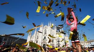 Tom Dumoulin celebrado en Mil�n su primer Giro de Italia.