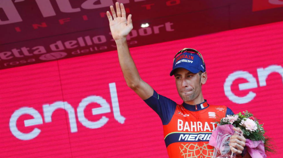 Vincenzo Nibali en el podio final del Giro en Milán.