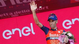 Vincenzo Nibali en el podio final del Giro en Mil�n.