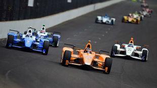 Alonso lidera la Indy 500 con su McLaren Honda Andretti.