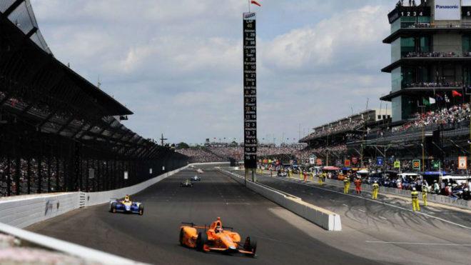 Fernando Alonso lideró las 500 Millas de Indianápolis durante muchas...