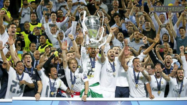 Los jugadores del Madrid celebran la Undécima en Milán