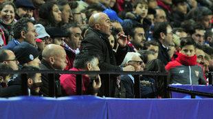 Sampaoli, en la grada en el partido entre el Sevilla y la Juventus.