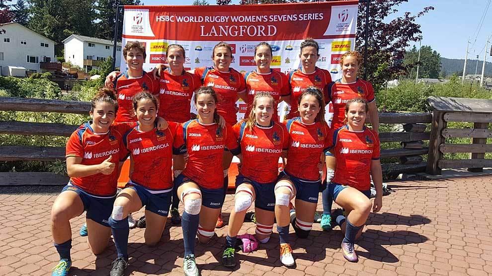 La selección femenina de Rugby a 7 posa en Langford tras conseguir el...