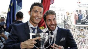 Cristiano y Ramos, con la Copa de la Liga