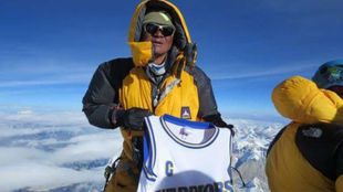 Nimanteji Sherpa, en la cima del mundo con la camiseta de Curry