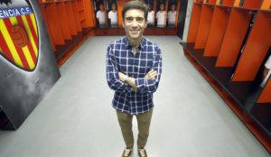 Marcelino, en el vestuario del Valencia en Mestalla.