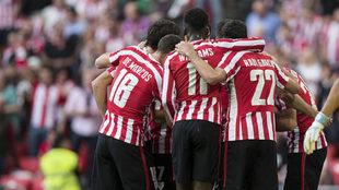 Los jugadores del Athletic celebran un gol.