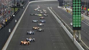 Fernando Alonso, liderando la Indy 500