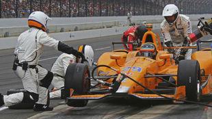Fernando Alonso repostando en la Indy 500