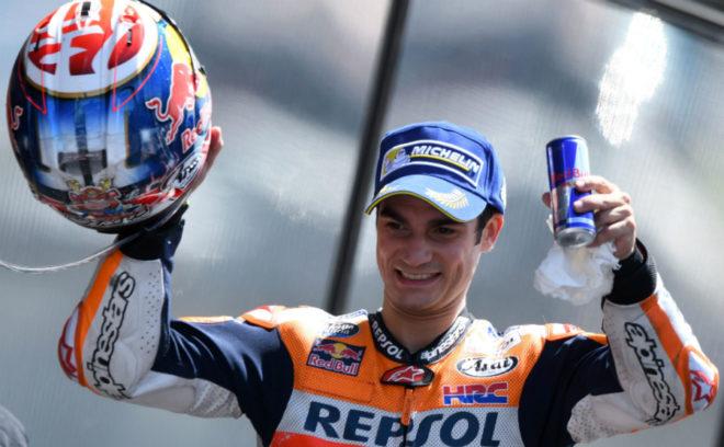 Dani Pedrosa, en el podio en Le Mans.