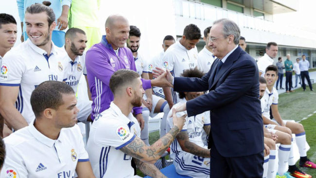 Florentino saluda a Zidane y Ramos en Valdebebas